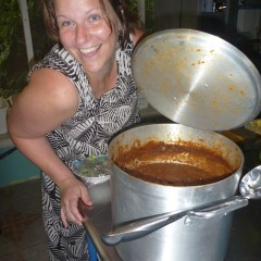 Jen is also skilled in making dinners.  Here's one of her specialities....a huge pot o' chili!  Bobby's FAVORITE!