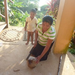 After some prompting from Jen, Amalia and Simon came armed with machetes and a lesson in coconut harvesting.