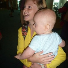 Ellie was thrilled to meet her newest cousin for the frist time.